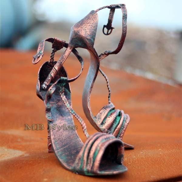 Metallskulpturen - Damen High Heels - Damen Stahlschuhe - Metallarbeiten Dębica - Katalognummer Z78