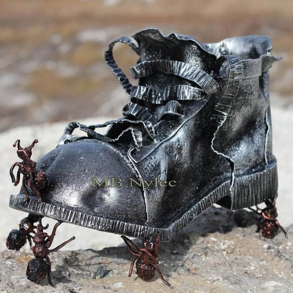Skulpturen aus Metall - Metallschuh - Zusammensetzung eines Schuhs und Stahlameisen - Katalognummer Z77