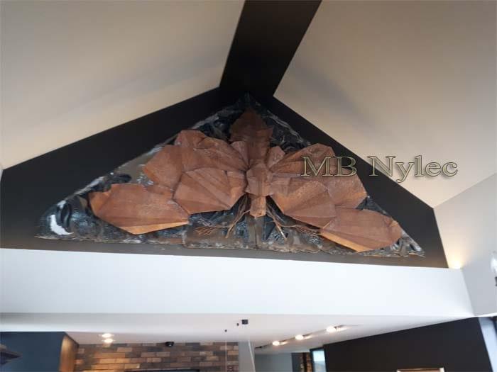 Stahlfiguren – riesiger Stahl-Nachtfalter im Loft-Stil