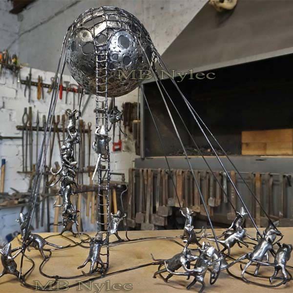 Skulpturen aus Metallkompositionen - Mäusen, die den Mond halten - Metallerzeugung - Katalognummer Z75