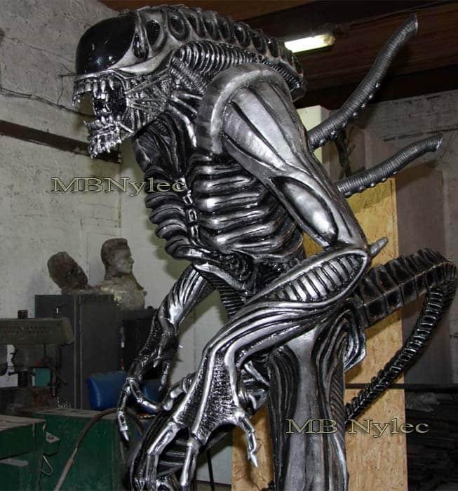 Skulpturen aus Metall - Alien aus Stahl - Maßstab 1: 1 - Alien versus Raubtier - Katalognummer Z72