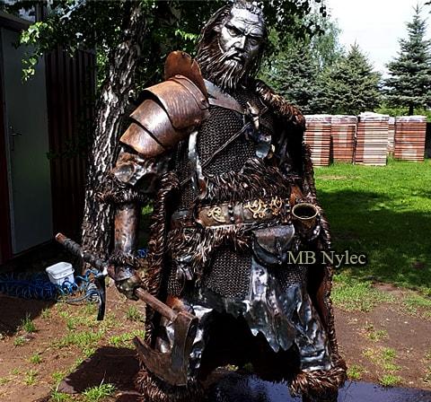 Stahlkriegerfiguren aus Metall